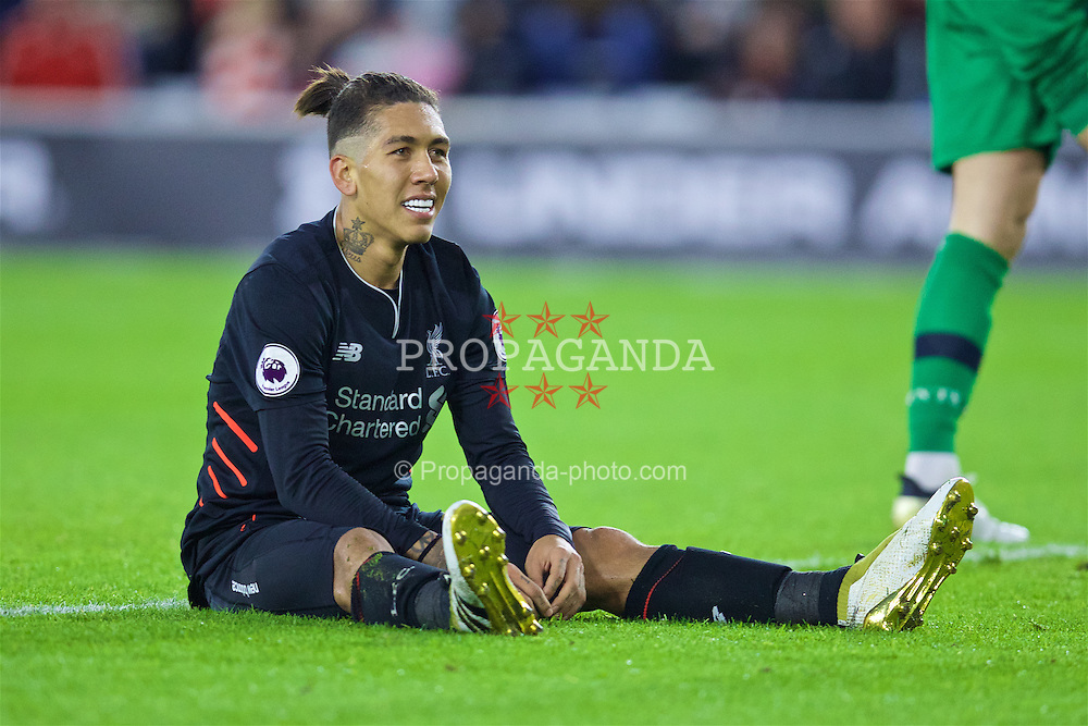 SOUTHAMPTON, ENGLAND - Saturday, November 19, 2016: Liverpool's Roberto Firmino looks dejected after missing a chance against Southampton during the FA Premier League match at St. Mary's Stadium. (Pic by David Rawcliffe/Propaganda)