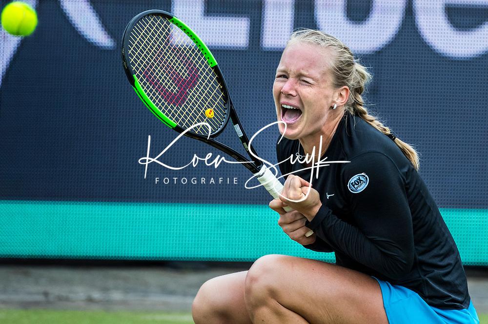 ROSMALEN - De Nederlandse Kiki Bertens wint haar partij van de Russische Natalia Vikhlyantseva tijdens het Libema Open Tennis . FOTO  KOEN SUYK