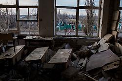 Ukraina<br /> Violetta 12, bor i byn Nikishino i republiken Donetsk. Hennes hus, by och skola har blivit sönderbombade av granater. De bodde hela tiden kvar i byn trots attackerna. Alla som kunde flydde men inte Violetta och hennes familj. Idag får hon gå i skola 15 km bort.<br /> <br /> Photo: Niclas Hammarström