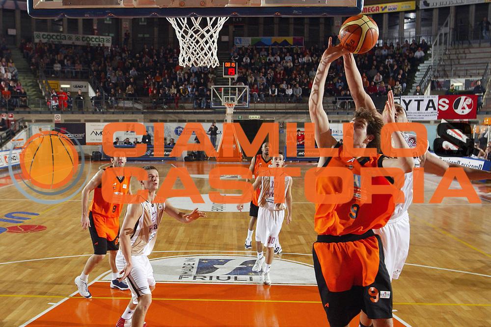 DESCRIZIONE : Udine Uleb Cup 2006-07 Snaidero Udine Lietuvos Rytas Vilnius <br /> GIOCATORE : Antonutti <br /> SQUADRA : Snaidero Udine <br /> EVENTO : Uleb 2006-2007 <br /> GARA : Snaidero Udine Lietuvos Rytas <br /> DATA : 30/01/2007 <br /> CATEGORIA : Tiro <br /> SPORT : Pallacanestro <br /> AUTORE : Agenzia Ciamillo-Castoria/S.Silvestri
