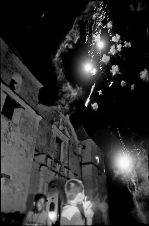 MISCEL&Aacute;NEAS<br /> Photography by Aaron Sosa<br /> Ferias San Antonio de Padua<br /> Clarines, Estado Anzoategui - Venezuela 2003<br /> (Copyright &copy; Aaron Sosa)