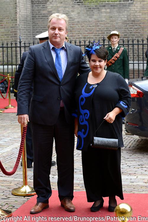 Prinsjesdag 2013 - Aankomst Parlementari&euml;rs bij de Ridderzaal op het Binnenhof.<br /> <br /> Op de foto: Sharon Dijksma - Staatssecretaris van Economische Zaken en partner