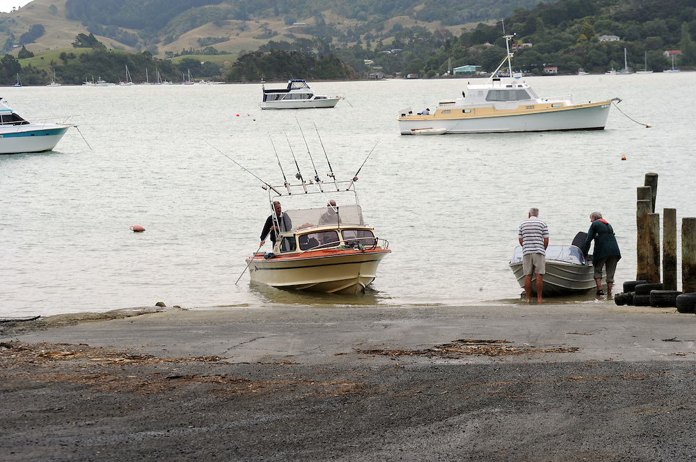 Fishermen, boat ramp, Whangaroa Harbour, Whangaroa, New Zealand, Tuesday, February 04, 2014. Credit:SNPA / Ross Setford
