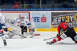 01.01.2018, Ice Rink, Znojmo, CZE, EBEL, HC Orli Znojmo vs Fehervar AV 19, 35. Runde, im Bild v.l. MacMillan Carruth (Fehervar AV19) Patrik Novak (HC Orli Znojmo) // during the Erste Bank Icehockey League 35th round match between HC Orli Znojmo and Fehervar AV 19 at the Ice Rink in Znojmo, Czech Republic on 2018/01/01. EXPA Pictures © 2018, PhotoCredit: EXPA/ Rostislav Pfeffer