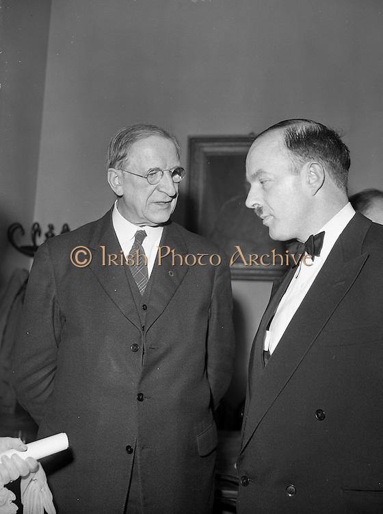 20/2/1959<br /> 02/20/1959<br /> 20 February 1959<br /> <br /> Mr Donal ÓMóráin of Gael Linn and President Éamon de Valera speaking at Cunmann Gaelach Inaugural