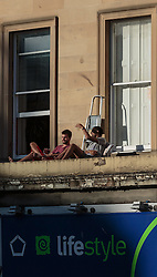 THEMENBILD - zwei Männer auf sonnen sich auf einen Vordach, Edinburgh, Schottland, aufgenommen am 14. Juni 2015 // two men to sun themselves on a porch, Edinburgh, Scotland on 2015/06/14. EXPA Pictures © 2015, PhotoCredit: EXPA/ JFK