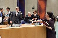Nederland. Den Haag, 26 oktober 2010.<br /> De Tweede Kamer debatteert over de regeringsverklaring van het kabinet Rutte.<br /> GroenLinks fractievoorzitter Femke Halsema begroet minister Rosenthal in vak K.<br /> Verhagen, Rutte, de Jager, van Bijsterveldt.<br /> Kabinet Rutte, regeringsverklaring, tweede kamer, politiek, democratie. regeerakkoord, gedoogsteun, minderheidskabinet, eerste kabinet Rutte, Rutte1, Rutte I, debat, parlement<br /> Foto Martijn Beekman