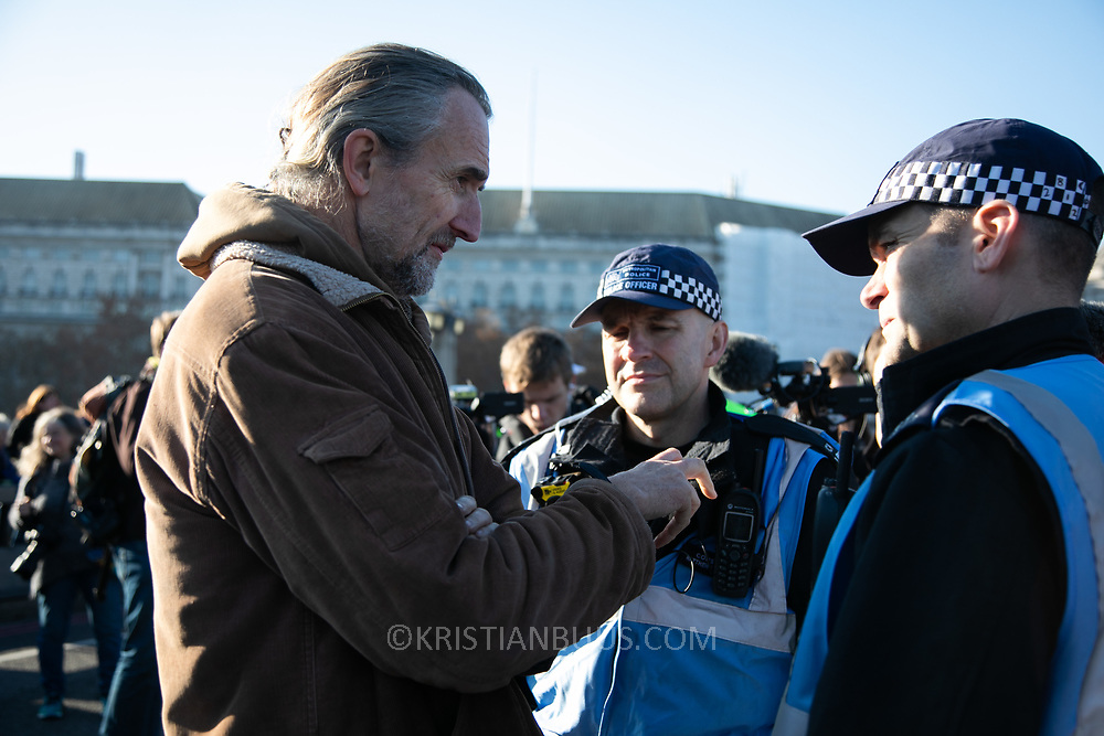 Thousands of Extinction Rebellion activists took over 5 bridges in Central London and blocked them for the day, November 17 2018, Central London, United Kingdom. Lambeth Bridge; Roger Hallam from Extinction Rebellion talks to police on the bridge.  Around 11am people on all bridges sat down in the road and blocked traffic from coming through and stayed till late afternoon. The actvists believe that the government is not doing enough to avoid catastrophic climate change and they demand the government take radical action to save future generations and the planet.  Extinction Rebellion is a grass root climate change group started in 2018 and has gained a huge following of people commited to peaceful protests and who ready to be arrested. Their major concern is that the world is facing catastropohic climate change and they want the British government to act now to save future generations.