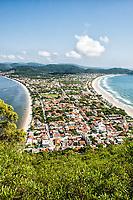 Vista da Praia do Canto Grande a partir do Morro do Macaco. Bombinhas, Santa Catarina, Brasil. / Canto Grande Beach viewed from Morro do Macaco. Bombinhas, Santa Catarina, Brazil.