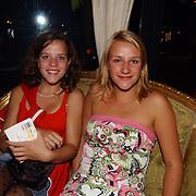 Premiere Stille Nacht, Christel Oomen en zus Eva