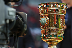 08.04.2015, BayArena, Leverkusen, GER, DFB Pokal, Bayer 04 Leverkusen vs FC Bayern Muenchen, Viertelfinale, im Bild Fernsehkamera mit DFB Pokal // during the German DFB Pokal quarter final match between Bayer 04 Leverkusen and FC Bayern Munich at the BayArena in Leverkusen, Germany on 2015/04/08. EXPA Pictures © 2015, PhotoCredit: EXPA/ Eibner-Pressefoto/ Schüler<br /> <br /> *****ATTENTION - OUT of GER*****