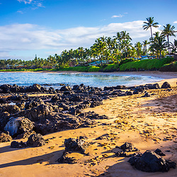 Keawakapu Beach photo in Wailea Makena Maui Hawaii with lava rocks and the Pacific Ocean. Copyright ⓒ 2019 Paul Velgos with All Rights Reserved.