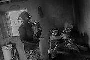 Quilombo da Lapinha, comunidade situada &agrave; beira do Rio S&atilde;o Francisco, na cidade de Matias Cardoso, regi&atilde;o norte de Minas Gerais. Os moradores dessa comunidade s&atilde;o quilombolas e vazanteiros.<br /> Dermira Ferreira Borges (Deca)