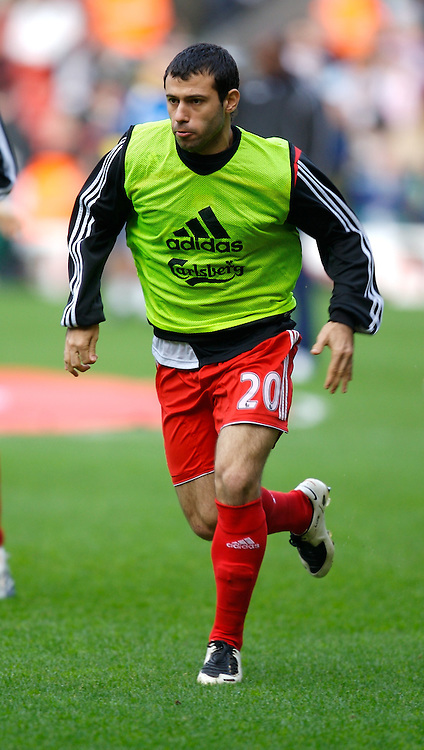 LIVERPOOL, ENGLAND - Saturday, January 26, 2008: Liverpool's Javier Mascherano warms-up before the FA Cup 4th Round match against Havant and Waterlooville at Anfield. (Photo by David Rawcliffe/Propaganda)