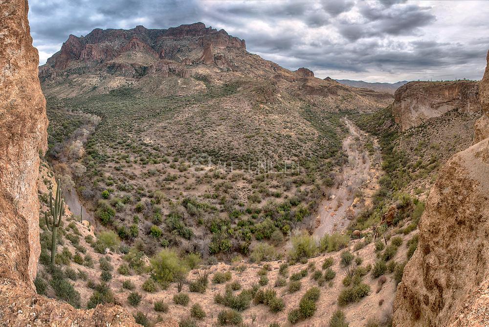 Wash Overlook Picketpost Mountain, Tonto National Forest, Arizona, USA