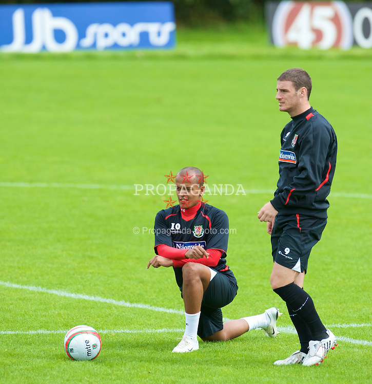 CARDIFF, WALES - Thursday, September 4, 2008: Wales' Robert Earnshaw and Jason Koumas during a training session at the Vale of Glamorgan Hotel ahead of their opening 2010 FIFA World Cup South Africa Qualifying Group 4 match against Azerbaijan. (Photo by David Rawcliffe/Propaganda)