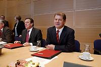 20 JAN 2003, BERLIN/GERMANY:<br /> Gerhard Schroeder (L), SPD, Bundeskanzler, und Olaf Scholz (R), SPD, Generalsekretaer, vor beginn einer Sitzung des SPD Parteirates, Willy-Brandt-Haus<br /> IMAGE: 20030120-01-011<br /> KEYWORDS: Gerhard Schröder, Parteirat, Generalsekretär