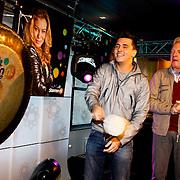 NLD/Hilversum/20100402 - Start Sterren.nl radiostation, Jan Smit en Andre van Duin openen het radio station
