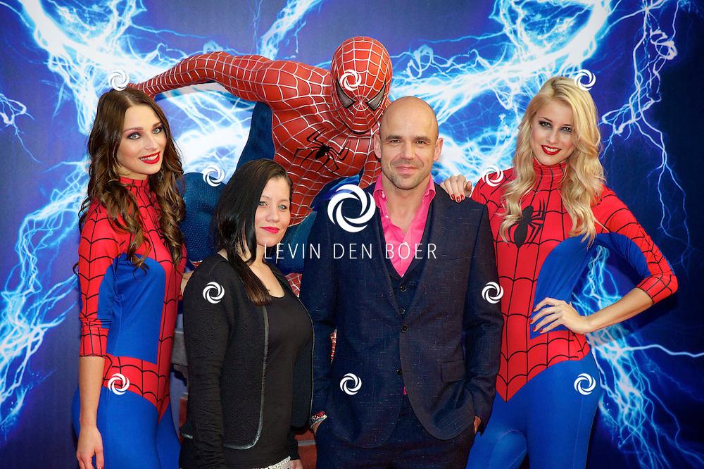 AMSTERDAM - Bij het Pathe ArenA Theater is de filmpremière van Spiderman II gehouden. Met hier op de foto Vanessa Wessels en Peter Post. FOTO LEVIN DEN BOER - PERSFOTO.NU