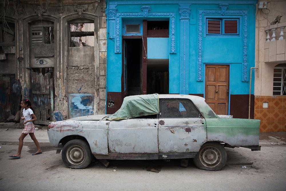 Street scene in Centro Habana, Cuba.<br /> <br /> Escena en una calle de Centro Habana.