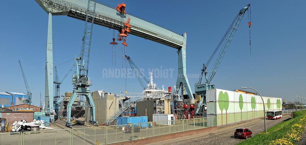 An der Westseite Hamburgs am Südufer der Elbe liegt die Schiffswerft J. J. Sietas seit 1635
