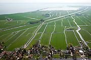 Nederland, Noord-Holland, Gemeente Amsterdam, 28-04-2010; .restanten van het Goudriaankanaal, gezien vanaf het dorpje Holysloot, links aan de horizon  het Kinselmeer. Graven van het kanaal ontworpen door Goudriaan begon in 1826 en had als doel de Amsterdamse haven een nieuwe verbinding met de Zuiderzee te geven (en zo de dichtslibbende geul bij Pampus te omzeilen). Ten gevolge van economische en politieke verwikkelingen werd de aanleg reeds in 1828 gestaakt..Remnants of Goudriaan canal, seen from the village Holysloot, middle left Kinselmeer. Digging of the canal began in 1826 and aimed at giving the port of Amsterdam a new connection to the Zuiderzee (and so avoiding the congested channel of Pampus). Due to economic and political complications, the construction has ceased in 1828..luchtfoto (toeslag), aerial photo (additional fee required).foto/photo Siebe Swart.Nederland, Flevoland, Almere, 28-04-2010.