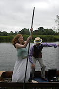 CAMBRIDGE: Helen Gunn and Adam Shindler. The Dangerous Sports Club host the innauguaral Oxford V  Cambridge Punt Race. University Parks. Oxford. 25 June 2005. 25 June 2005. ONE TIME USE ONLY - DO NOT ARCHIVE  © Copyright Photograph by Dafydd Jones 66 Stockwell Park Rd. London SW9 0DA Tel 020 7733 0108 www.dafjones.com