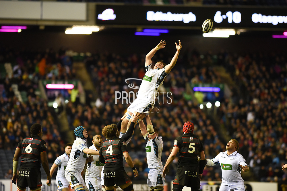 Jonny Gray misses his catch during the Guinness Pro 14 2017_18 match between Edinburgh Rugby and Glasgow Warriors at Murrayfield, Edinburgh, Scotland on 23 December 2017. Photo by Kevin Murray.