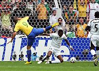 Tor 1:0 Ronaldo, John Pantsil Ghana<br /> Fussball WM 2006 Achtelfinale Brasilien - Ghana<br /> Brasil - Ghana<br /> Norway only