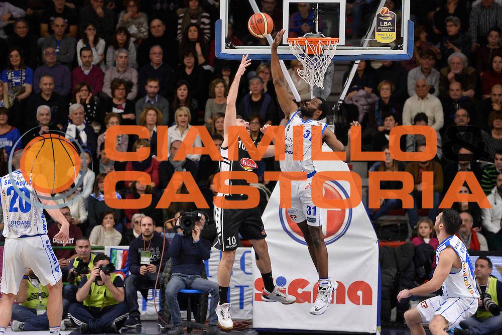 SASSARI 08 GENNAIO 2017<br /> LegaBasket Serie A 2016/2017<br /> Dinamo Banco di Sardegna Sassari - Pasta Reggia Juve Caserta<br /> NELLA FOTO Daniele Cinciarini Gani Lawal<br /> FOTO CIAMILLO