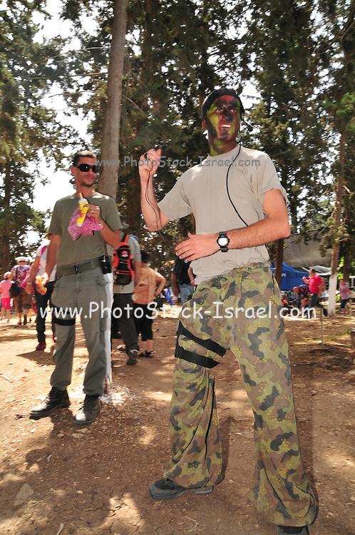 Israeli policeman demonstrates camouflage