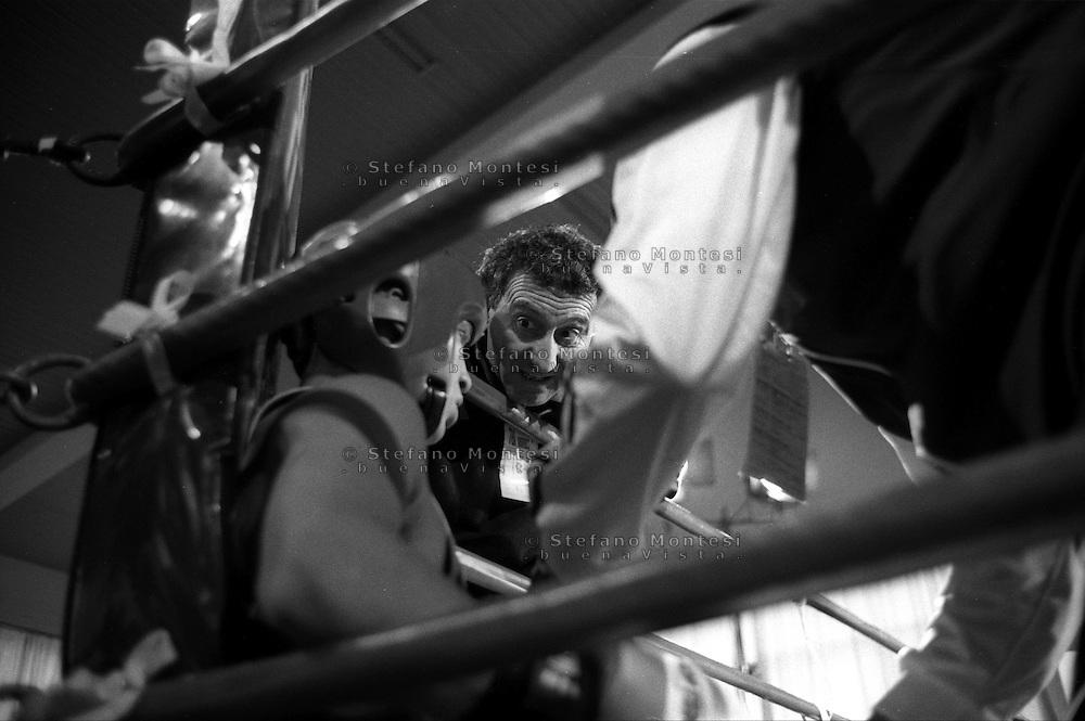 Roma  .Incontro  di boxe dilettanti.Il maestro Antonio Zonfrillo incita il pugile all'angolo