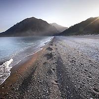 Turkije,Cirali, Antalya ,27 november 2007..Een bijna verlaten strand van het kustplaatsje Cirali..waar zomers de Caretta, caretta schildpadden hun eieren leggen..Foto:Jean-Pierre Jans