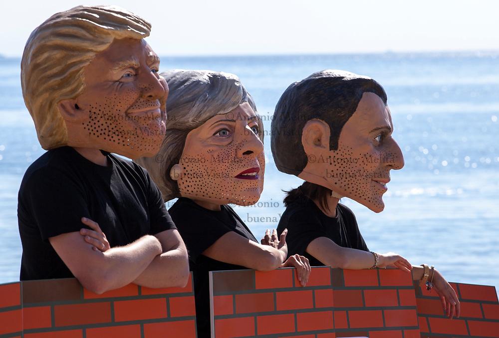 G7: flash mob dell'organizzazione Oxfam contro la politica d'immigrazione dei 7 Grandi.