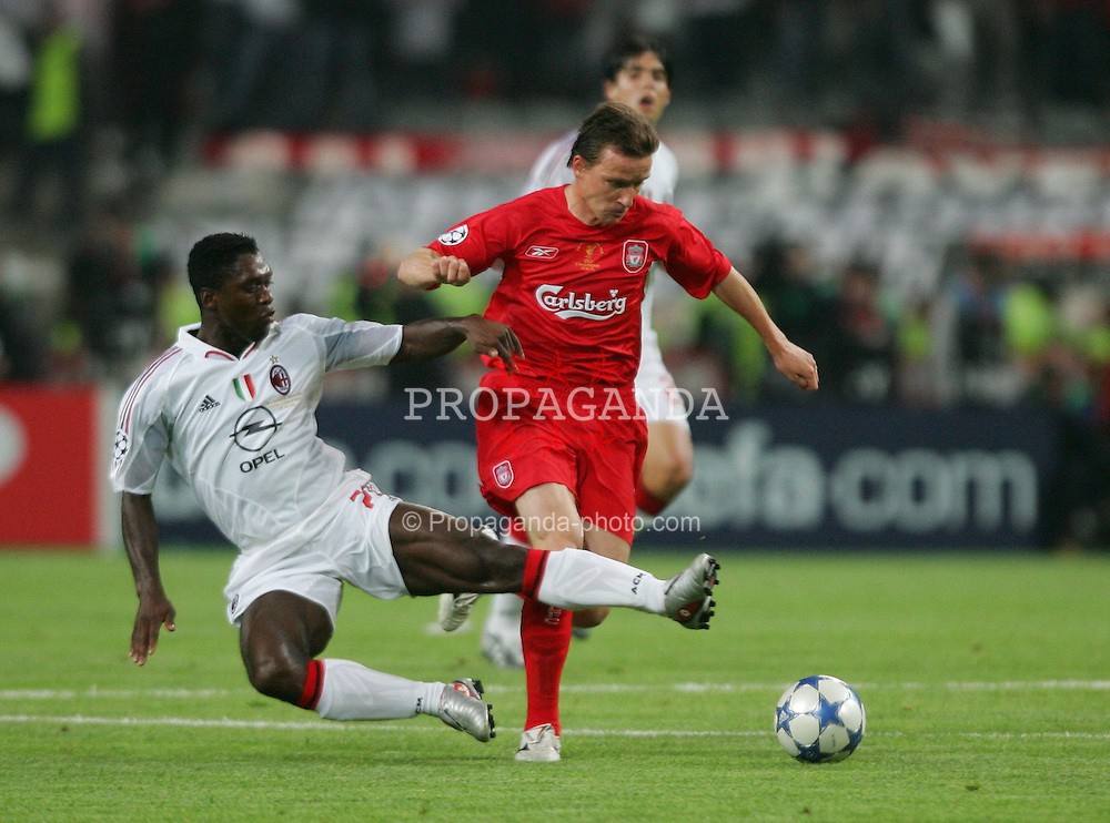 ISTANBUL, TURKEY - WEDNESDAY, MAY 25th, 2005: Liverpool's Vladimir Smicer and AC Milan's Clarence Seedorf during the UEFA Champions League Final at the Ataturk Olympic Stadium, Istanbul. (Pic by David Rawcliffe/Propaganda)