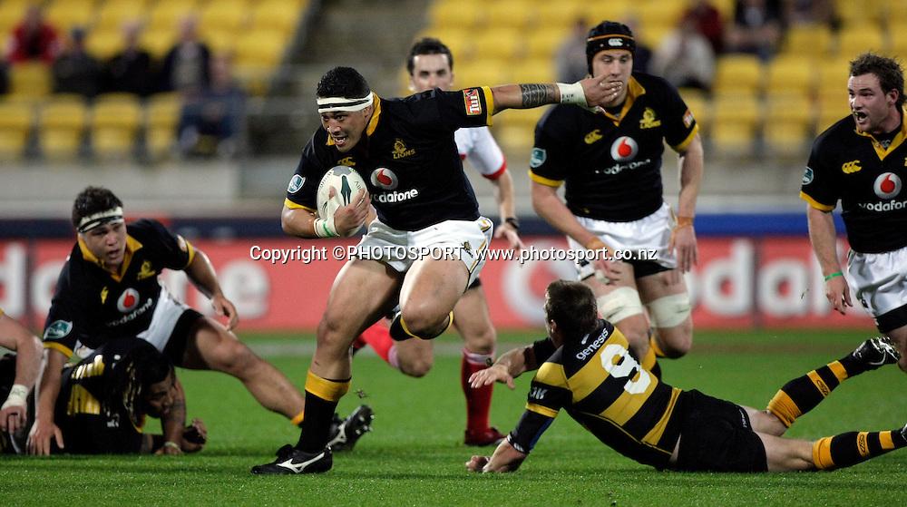 Anthony Perenise beats the tackle of Brett Goodin.<br /> Wellington v Taranaki. Air New Zealand Cup Round 9. Westpac Stadium, Wellington. Thursday 20 September 2007. Photo: Anthony Phelps/PHOTOSPORT