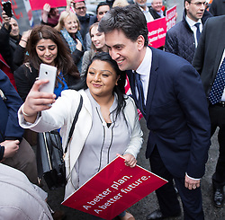 © Licensed to London News Pictures .31/03/2015 . Manchester , UK . ED MILIBAND , the leader of the Labour Party , arrives at Manchester Piccadilly train station , greeted by party supporters , to board the party election battle bus at the start of his campaign to be the next British Prime Minister . Photo credit : Joel Goodman/LNP