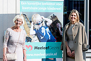 Koningin Maxima  bij het congres Werk maken van MeeleefGezinnen in Doorn. Het doel van het congres was aan specialistische zorg en gemeenten te laten zien hoe zij meeleefgezinnen kunnen inzetten om psychische problemen te verminderen en zorgkosten te beteugelen.<br /> <br /> Queen Maxima at the Work Making of MeeleefGezinnen congress. The aim of the congress was to show specialist care and municipalities how they can use caring families to reduce psychological problems and curb healthcare costs.<br /> <br /> op de foto / On the photo: Koningin Maxima / Queen Maxima