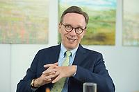 19 JUL 2016, BERLIN/GERMANY:<br /> Matthias Wissmann, Praesident Verband der Automobilindustrie, VDA, waehrend einem Interview, Geschaeftsräume des VDA<br /> IMAGE: 20160719-01-042