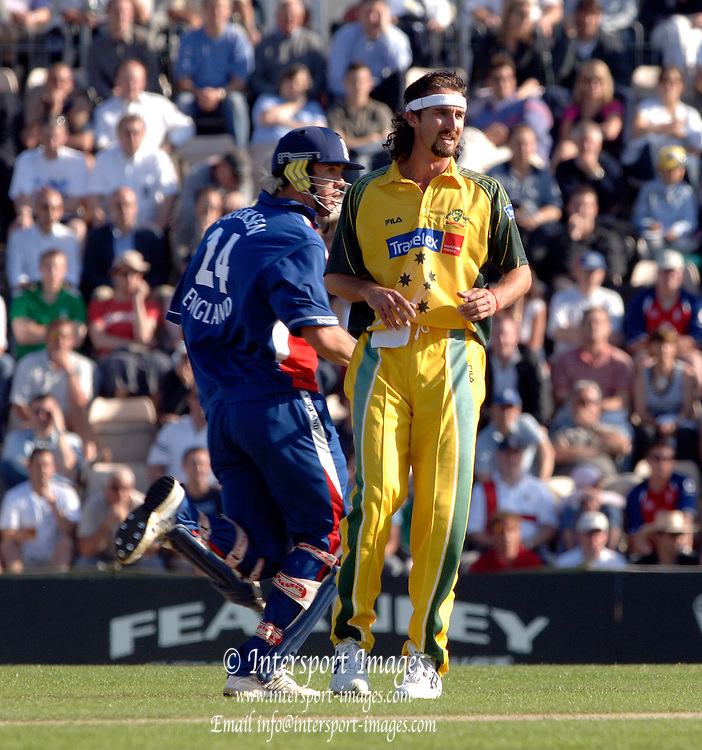 2005 Twenty/20 Cricket England vs Australia, The Rose Bowl, Southampton, Hampshire, ENGLAND 13.06.2005, Jason Gillespie, watches, Kevin Peitersen shots as he arrives at the wicket for a single..Photo  Peter Spurrier. .email images@intersport-images...