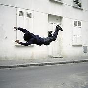 France, Paris, 2006<br /> The Fall 16<br /> France, Paris, 2006<br /> La Chute 16<br /> &copy; Denis Darzacq / Agence VU<br /> <br /> sujet complet ici<br /> https://www.denis-darzacq.com/La%20Chute.htm