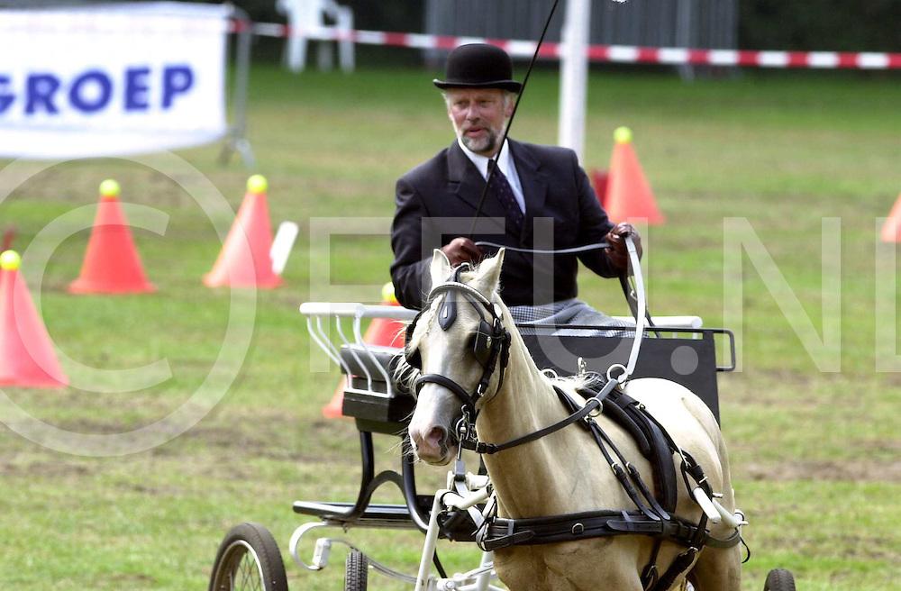 fotografie frank uijlenbroek&copy;2003 sander uijlenbroek<br /> 030908 hardenberg ned<br /> menwedstrijden op de boshoek in hardenberg