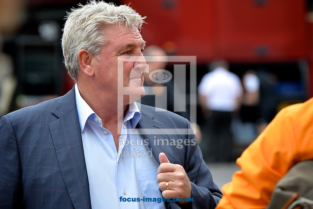 General view of the exterior of the stadium showing Hull City manager Steve Bruce arriving pictured ahead of the Sky Bet Championship match at the City Ground, Nottingham<br /> Picture by Ian Wadkins/Focus Images Ltd +44 7877 568959<br /> 03/10/2015