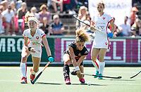 AMSTELVEEN  - Hockey -  2ee wedstrijd halve finale Play Offs dames.  Amsterdam-Oranje Rood (2-1). Maria Verschoor (A'dam) met links Yibbi Jansen (Oranje-Rood).      COPYRIGHT KOEN SUYK