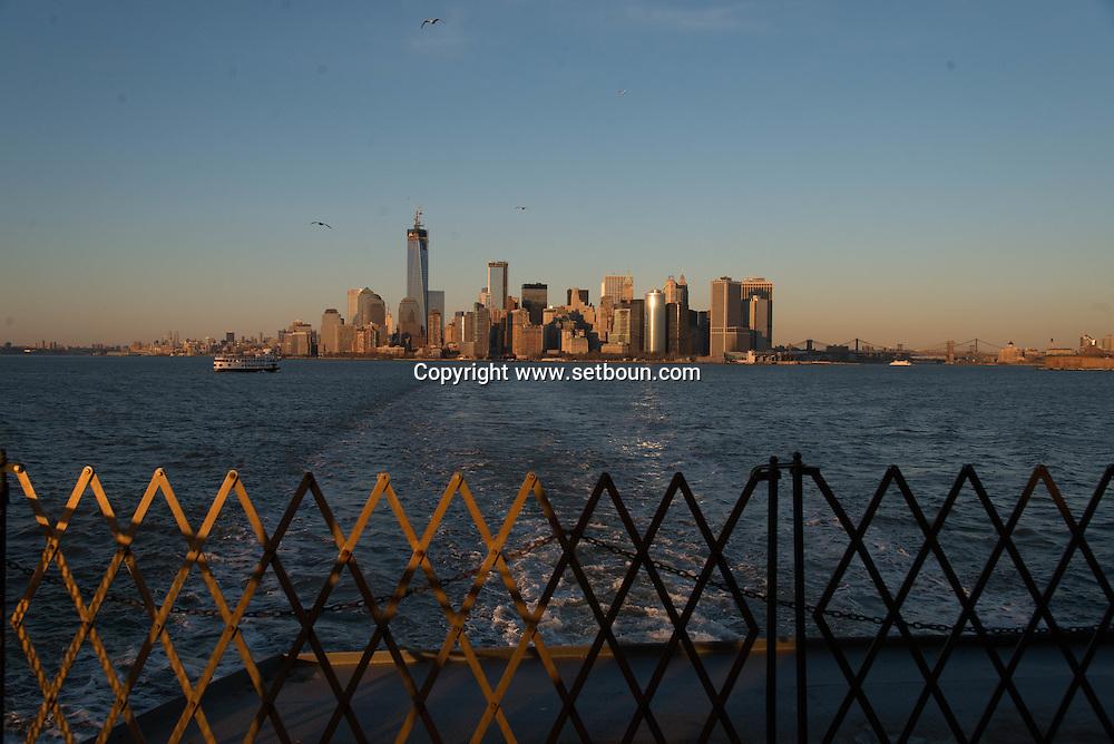 New york Downtown Manhattan skyline  view from Staten island ferry   /  dowtown Manhattan  vue depuis la mer