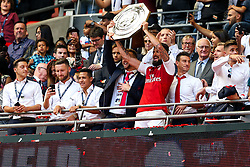 Arsenal celebrate as Olivier Giroud lifts the Community Shield after winning a penalty shootout - Rogan Thomson/JMP - 06/08/2017 - FOOTBALL - Wembley Stadium - London, England - Arsenal v Chelsea - FA Community Shield.