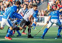 UTRECHT -  Valentin Verga (Adam) op weg naar 0-2    tijdens  de hoofdklasse hockeywedstrijd mannen, Kampong-Amsterdam (4-3).  COPYRIGHT KOEN SUYK