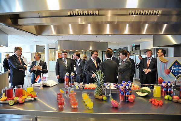 Nederland, Nijmegen, 18-4-2013Prins Willem Alexander opende het nieuwe Europese Heinz Innovatie Centrum in Nijmegen. In dit onderzoekscentrum van het Amerikaanse voedingsconcern werken productontwikkelaars en voedingswetenschappers aan de nieuwste ontwikkelingen op het gebied van voeding en verpakkingen voor de Europese markt. Foto: Flip Franssen/Hollandse Hoogte