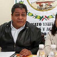 Toluca, México.- Luis Zamora Calzada, Secretario General del Sindicato Unificado de Maestros y Académicos del Estado de México (SUMAEM), propuso que la educación debe estar orientada a una mayor interacción entre alumnos y profesores, cumpliendo con los contenidos temáticos establecidos en la tira de materias de cada nivel educativo. Agencia MVT / Arturo Rosales Chávez. (DIGITAL)
