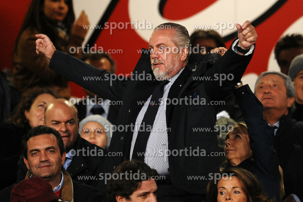 15.10.2011, San Paolo Stadion, Neapel, ITA, Serie A, SSC Neapel vs FC Parma im Bild Aurelio DE LAURENTIIS Presidente del Napoli // during Serie A football match between SSC Neapel and FC Parma at San Paolo Stadium, Naples, Italy on 15/10/2011. EXPA Pictures © 2011, PhotoCredit: EXPA/ InsideFoto/ Andrea Staccioli +++++ ATTENTION - FOR AUSTRIA/(AUT), SLOVENIA/(SLO), SERBIA/(SRB), CROATIA/(CRO), SWISS/(SUI) and SWEDEN/(SWE) CLIENT ONLY +++++